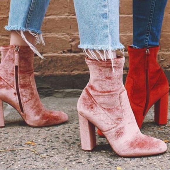 cc62e002ae7  Steve Madden  Pink Block Heel Velvet Sock Booties.  M 5b7afa7dc2e9fe7036b5b18a